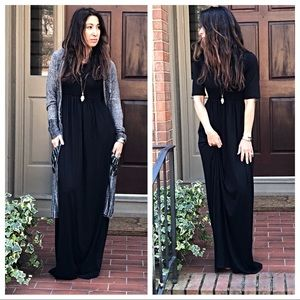Dresses & Skirts - Black long side pocket maxi dress